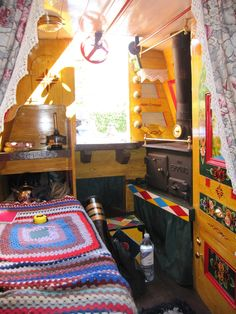 the traditional back cabin showing the side bed