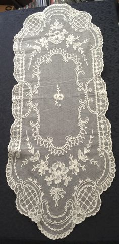 ANTIQUE FRENCH LACE LONG RUNNER LOVELY❤ ❤ ❤ Perfect for long table in guest hallway