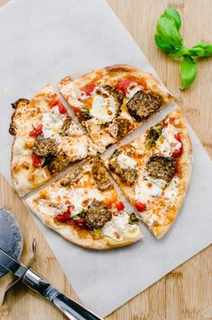 This Best Neapolitan-Style Meatball Pizza Recipe is made with homemade pizza sauce, baked Italian meatballs, and an amazing no-knead pizza crust. Meatball Pizza Recipes, No Knead Pizza Dough, Baked Italian Meatballs, Italian Pasta Recipes, Making Homemade Pizza, Easy, Chicken Empanadas, Sweet, Pizza