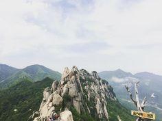 울산바위 정상 #설악산#울산바위#travel #trip #hiking#korea#mauntain #여행 #旅行#山#韓国#풍경#風景#scenery#landscape#nature#rock#石#바위#암벽 by naishikaru