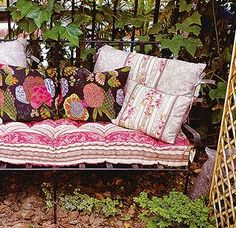 Love the sofa outside idea. how comfy Old Mattress, Country Farm, Lanai, Rustic Farmhouse, Balcony, Chill, Porch, Rest, Textiles