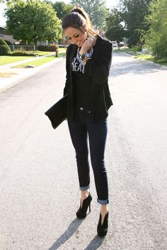 Black blazer, black shirt, skinny jeans and heels