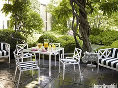 Janus et Cie's Azimuth Cross collection brings neoclassical simplicity to the terrace.