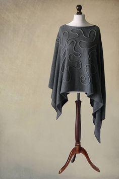 Poncho z aplikacją ze sznurka / Knitwear Factory / Akcesoria / Swetry i poncza