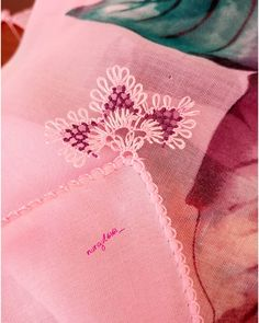 The needle-lace patterns of this summer trend we meet - Diy and Crafts Needle Lace, Moda Emo, Lace Patterns, Easy Diy Crafts, Olay, Summer Trends, Tatting, Embroidery, Pink