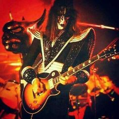 Great photo of from the Destroyer Tour /source credit: The KISS Experience Kiss Images, Kiss Pictures, Kiss Forever, Kiss Music, Kiss Online, Kiss World, Kiss Members, Vinnie Vincent, Vintage Kiss