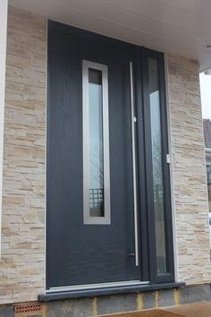 The Changing Face of Composite and uPVC Front Doors Contemporary Front Doors, Modern Front Door, House Entrance, Entrance Doors, Garage Door Styles, Garage Doors, Grey Windows, Outside Paint, Grey Doors