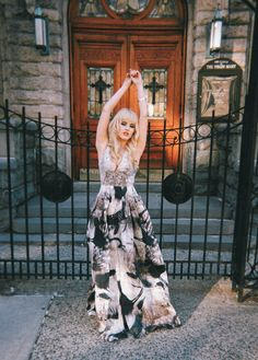 Rachel Lynch of I Hate Blonde brings glamor to the streets in a voluminous printed maxi dress from the Conscious Exclusive collection. | H&M OOTD