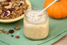 Pumpkin Pie Overnight Oats -- a healthy breakfast on the go with all the flavors of the season #Christmas #thanksgiving #Holiday #quote