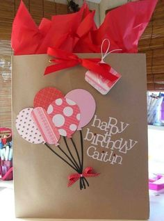 Cool Beans by L.: Balloon Gift Bag - book bags, bucket bag backpack, bags of shopping *ad Birthday Gift Bags, Diy Birthday, Birthday Presents, Creative Gift Wrapping, Creative Gifts, Gift Wrapping Ideas For Birthdays, Paper Gift Bags, Paper Gifts, Craft Gifts