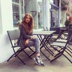 Casually chilling at my favourite salad place in London.. What's your plan today?
