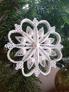 add pearls or stones, or - Quilling Deco Home Trends Neli Quilling, Paper Quilling Flowers, Paper Quilling Patterns, Origami And Quilling, Quilled Paper Art, Quilling Paper Craft, Paper Crafts, Quilled Roses, Quilling Comb