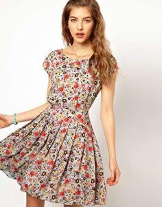 Yazlık Kısa Basma Elbise Modeli »