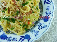 #Reteta originala de paste #carbonara cu galbenusuri de ou. Descoperiti-i secretele! Pasta Carbonara, Spaghetti, Paste, Pizza, Ethnic Recipes, Food, Essen, Meals, Yemek
