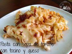 Pasta en crema de tomate con tocino y queso