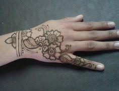 Not so much my comfort zone . . . henna hennatattoo tattoo cuff cufftattoo hennaartist hennapro mehndi myhenna mehandi hennainspiration  hennalookbook hennaideas inspiration ideas lookbook art artist stain
