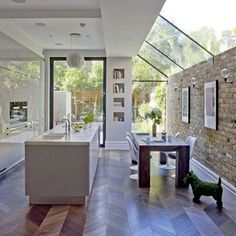 Wow this kitchen with skylights and garden views is so so perfect! #kitchen #kitchengoals #interiors #interiordesign #inspiration #interiorsinspiration #interiordesigninspiration #instahome #homeinspiration #design #home #homesweethome #skylight #roomwithaview