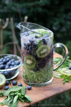Mojitos de kiwi y arándanos o blueberries