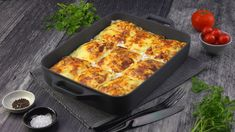 Chicken Crepe Bake - This crêpe bake offers nine well-stuffed portions. Chicken Crepes, Baked Pasta Dishes, Albanian Recipes, Mexican Food Recipes, Ethnic Recipes, Other Recipes, Main Meals, Macaroni And Cheese, Cravings