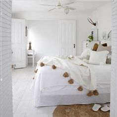 Moroccan Pompom Blanket, Pom Poms, Boho Blanket, Bed Cover White with Light Brown Pompoms + 2 Pillow bedroom Home Interior, Interior Design, Simple Interior, Coastal Bedrooms, Neutral Bedrooms, Girl Bedrooms, Trendy Bedroom, Modern Bedroom, Ideas Hogar