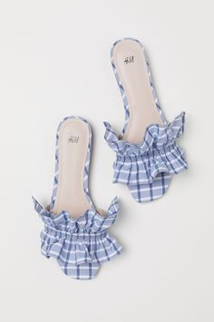 Mules in woven cotton fabric with a ruffle at front. Cute Shoes, Me Too Shoes, Breaking In Shoes, Buy Shoes Online, How To Make Shoes, Shoe Shop, Shoe Collection, Summer Shoes, Girls Shoes