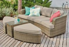 You might not be on holiday, but you can certainly get the comfort with our Hawaii Daybed! Relax to the max this summer with new garden furniture. Outdoor Garden Furniture, Outdoor Sofa, Outdoor Decor, Rattan Daybed, Daybed Sets, Cute Home Decor, Seat Pads, Luxury Furniture, New Homes