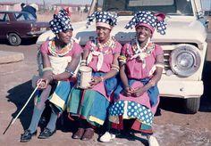 Van Toeka!! African Attire, Nice Things, Baby Strollers, Van, Traditional, Children, Places, Wedding, Dresses