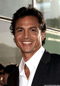 Ugh, Benjamin Bratt is just ridiculously gorgeous!!!!!!!