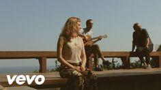 Baixe já o álbum completo no iTunes: http://smarturl.it/bandadomar Banda do Mar (Mallu Magalhães, Marcelo Camelo e Fred Pinto Ferreira) Direção e Fotografia ...