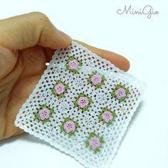 01:12 Puppenhaus Miniatur Decke in weiß mit rosa Blumen von MiniGio