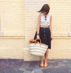 Street Styling, Canadian blogger OhSoLovely strolling in our ANGELINA flat & beach bag