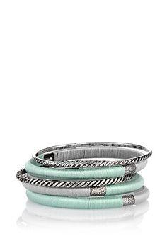 Esprit : Set bracelet textile/métal 14.99€ peuvent être portés séparément deux bracelet en métal ciselé d´aspect argent vieilli (chacun d´env. 0,4 cm de large) plus trois bracelets en métal agrémentés d´une garniture en textile délicatement chatoyante aux coloris gris argenté et vert menthe, de structure finement noircie sur les côtés (chacun d´env. 0,7 cm de large) portés ensemble : env. 3 cm de large s´enfilent par la main en toute simplicité
