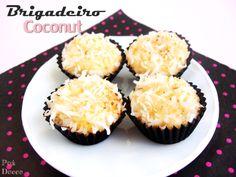 Brigadeiro Coconut - É brigadeiro de coco e não beijinho! Delicioso brigadeiro feito com coco natural e raspas frescas levemente tostadas.