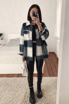 Trendy Fall Outfits, Casual Winter Outfits, Winter Fashion Outfits, Edgy Outfits, Mode Outfits, Look Fashion, Cool Girl Outfits, Warm Outfits, College Girl Outfits