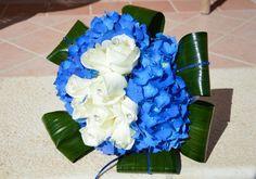 #bouquet bianco e blu per la #sposa by @fioriperdire