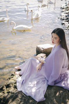 Il Mondo che Verrà.  Zhang Xinyuan as Ailin Izumi Thorne. Ennasiana, in forma animale è una tigre bianca. Airech del Tuath.Guardiano del Fuoco.