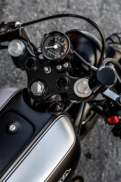 Macco Motor's 'Chimera' Honda SuperSport - The Smokey Dogs Honda Cb750, Honda Bikes, Honda S, Cb400 Cafe Racer, Cafe Racer Honda, Cb750 Cafe, Cafe Racers, Classic Bikes, Classic Motorcycle
