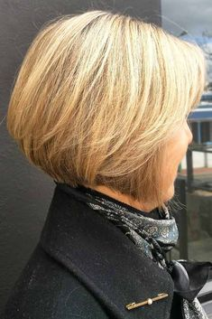 Classy Blonde Layered Bob Short haircuts for women over 60 can look very beautiful and modern and thus every older lady can find her perfect style. Check out our photo gallery featuring the trendiest cuts for women in their and keep up! Bob Haircuts For Women, Short Hairstyles For Women, Cool Hairstyles, Short Haircuts, Hairstyles Haircuts, Popular Haircuts, Haircut Short, Hair Styles For Women Over 50, Short Hair Cuts For Women
