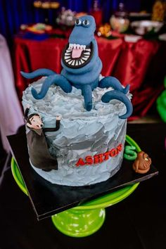 Check out this fun spooky Hotel Transylvania birthday party! The cake is so cool!! See more party ideas and share yours at CatchMyParty.com Halloween Party Favors, Halloween Cupcakes, Halloween Treats, Halloween Decorations, Bridal Shower Cakes, Baby Shower Cakes, Hotel Transylvania Birthday, Birthday Parties, Birthday Cake