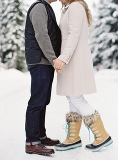 Sweet snowy session: http://www.stylemepretty.com/2015/03/06/snowy-snoqualmie-engagement-session/ | Photography: O'Malley Photographers - www.omalleyphotographers.com