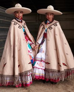 Escaramuza, an all-female sport within charrería—the Mexican equivalent of rodeo—combines strength with beauty. During the escaramuza Mexican Outfit, Mexican Dresses, Mexican Style, Mexican Fashion Style, Mexican Girls, Mexican Traditional Clothing, Traditional Dresses, Folklore, Vestido Charro