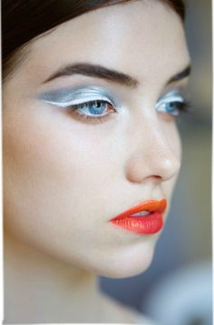 ooh silver eye shadow, white winged liner and orang. - dior haute couture makeup… ooh silver eye shadow, white winged liner and orange and deep pink lip - Artist Makeup, Makeup Art, Eye Makeup, Hair Makeup, Makeup Trends, Makeup Inspo, Makeup Inspiration, Make Up Looks, Catwalk Make-up
