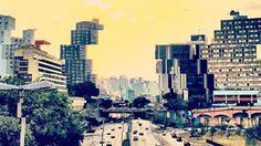Na capital paulistana, não faltam motivos para comemorar. Conheça um pouco sobre os principais pontos turístico e entenda os motivos dessa cidade ser tão querida. #mensagenscomamor #sp #turistando #dicas #passeios #cidadedagaroa