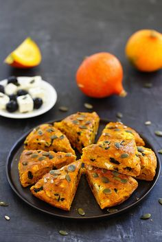 Giant scone with pumpkin, olives and feta - A sun lunch - Giant scone with pumpkin, olives and feta - Brunch Recipes, Fall Recipes, Healthy Dinner Recipes, Breakfast Recipes, Vegetarian Cooking, Vegetarian Recipes, Cooking Recipes, Scones, Feta
