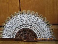 Bobbin Lace, Design Reference, Hand Fan, Mandala, Neck Design, Decor, Little Girls, Bobbin Lacemaking, Ganchillo