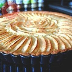 Tarte amandine pommes cannelle de Cyril Lignac - The Best Sea Recipes Homemade Pie Crusts, Pie Crust Recipes, Tart Recipes, Sweet Recipes, Pudding Desserts, Vegan Dessert Recipes, Jelly Tart Recipe, Vegan Pie Crust, Smoking Recipes