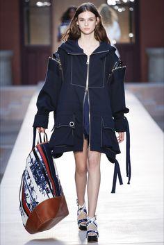 Sonia Rykiel Spring 2017 Ready-to-Wear Collection Photos - Vogue Fashion 101, Minimal Fashion, Fashion Week, Denim Fashion, Runway Fashion, High Fashion, Fashion Show, Fashion Outfits, Fashion Design