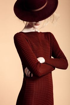 Marsala Pantone Color of the Year 2015 Marsala, Shades Of Burgundy, Maxi Robes, Love Hat, Glamour, Swagg, Hats For Women, Lady In Red, Editorial Fashion