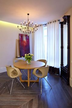 the chandelier give classic touch to the modern dining room decor