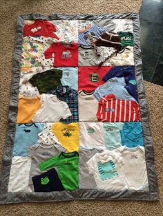 Have a First Year Baby quilt made out of your baby clothes. Find listing on Etsy… – nähen/stricken/sticken - Baby Clothes Quilt Baby, Baby Memory Quilt, Memory Quilts, Diy Baby Clothes Quilt, Baby Clothes Blanket, Diy Clothes, Summer Clothes, Diy Bebe, Keepsake Quilting